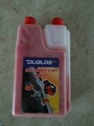 Масло 2 тактово 1 литър червено с дозатор за тример- резачки и д