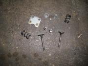 клапани к-т с прожини и държачи за генератор и вод. помпа GX160